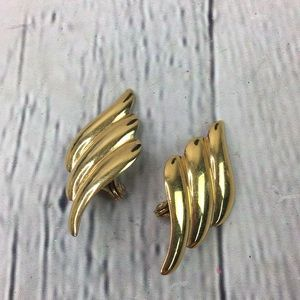 Monet vintage leaf stud clip on earrings
